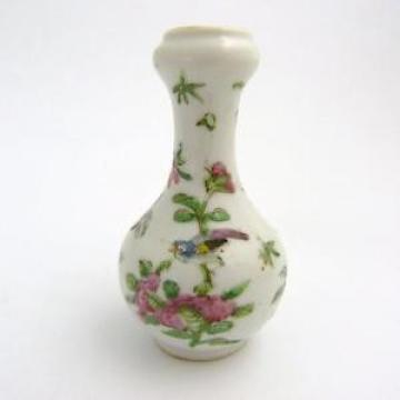 CHINESE FAMILLE ROSE PORCELAIN GARLIC-MOUTH MINIATURE BOTTLE VASE, 19TH CENTURY