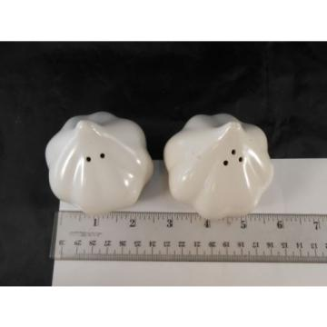 SALT & PEPPER SET WHITE GARLIC CLOVE CULINARY COOKING COLLECTABLE UNIQUE QUIRKY