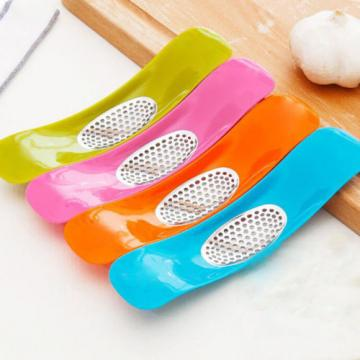 New Garlic Masher Creative Kitchen Tool Arch Shape Random Color