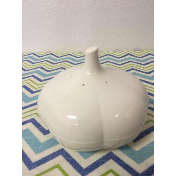 Tupperware Garlic Keeper Forget Me Not Pearl White #1 image
